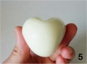 Café de manhã com amor: ovo em forma de coração