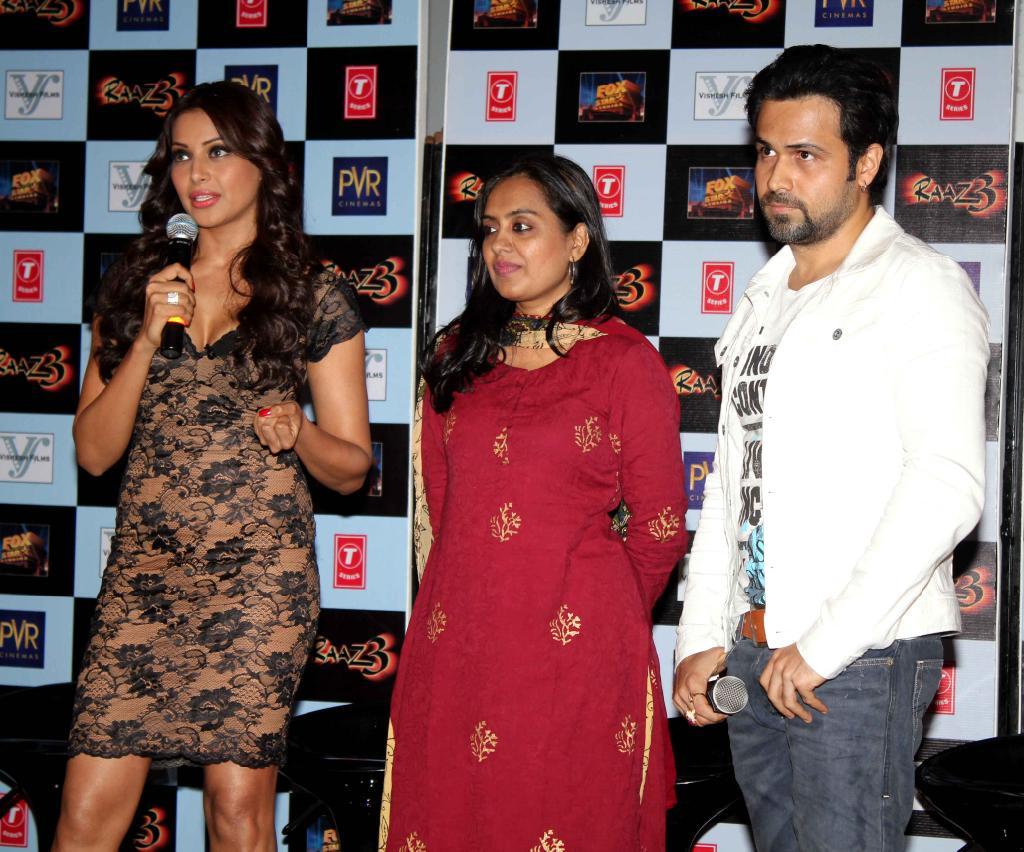 http://2.bp.blogspot.com/-4SdaD0ICTUE/UBfQyUNwHnI/AAAAAAAAHNM/8WYKz8Dt3Mw/s1600/Emraan-Hashmi-Bipasha-Launch-Raaz-3-Movie-Trailer-5.JPG