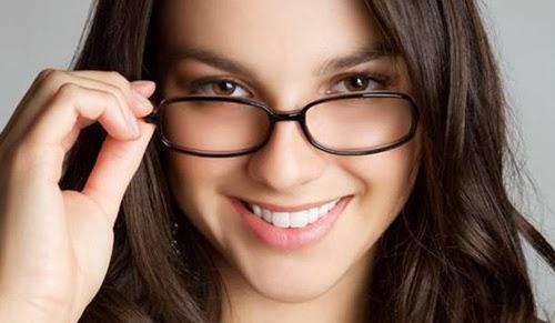 Tips Rias Wanita Berkacamata