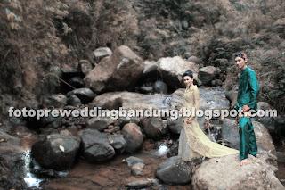 foto prewedding di sungai