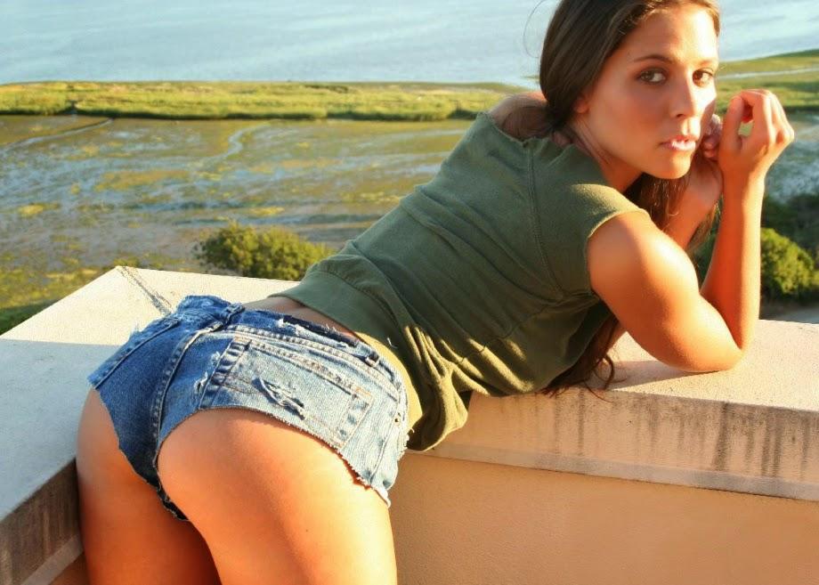 Девушки в шортиках (67 фото)