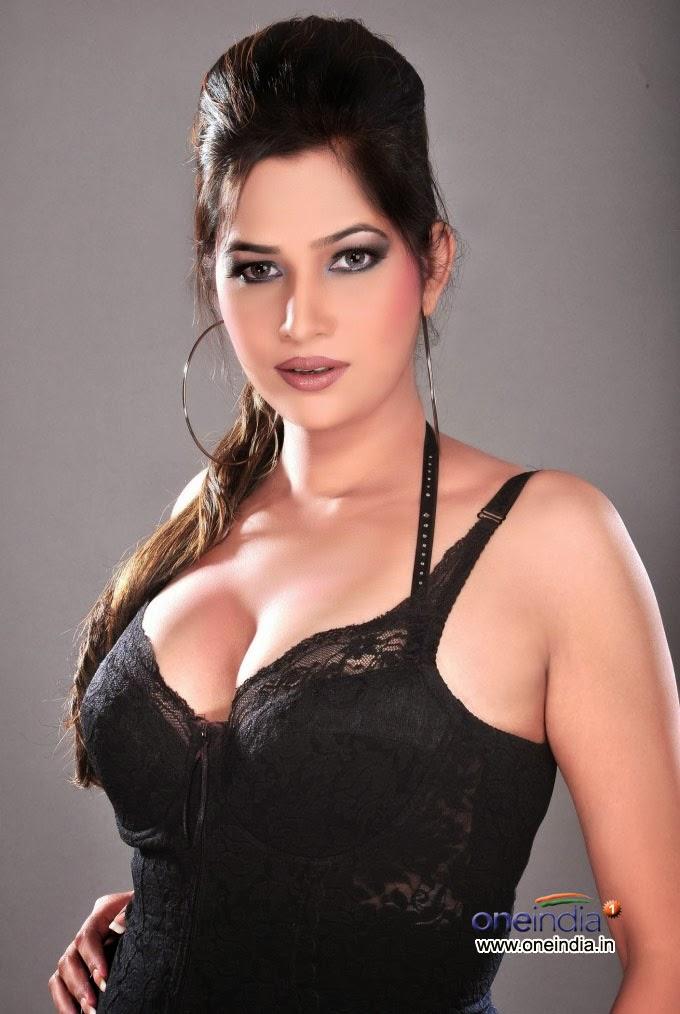 tamil-male-she-big-boobs-photos-cute-girls-nude-in-classroom