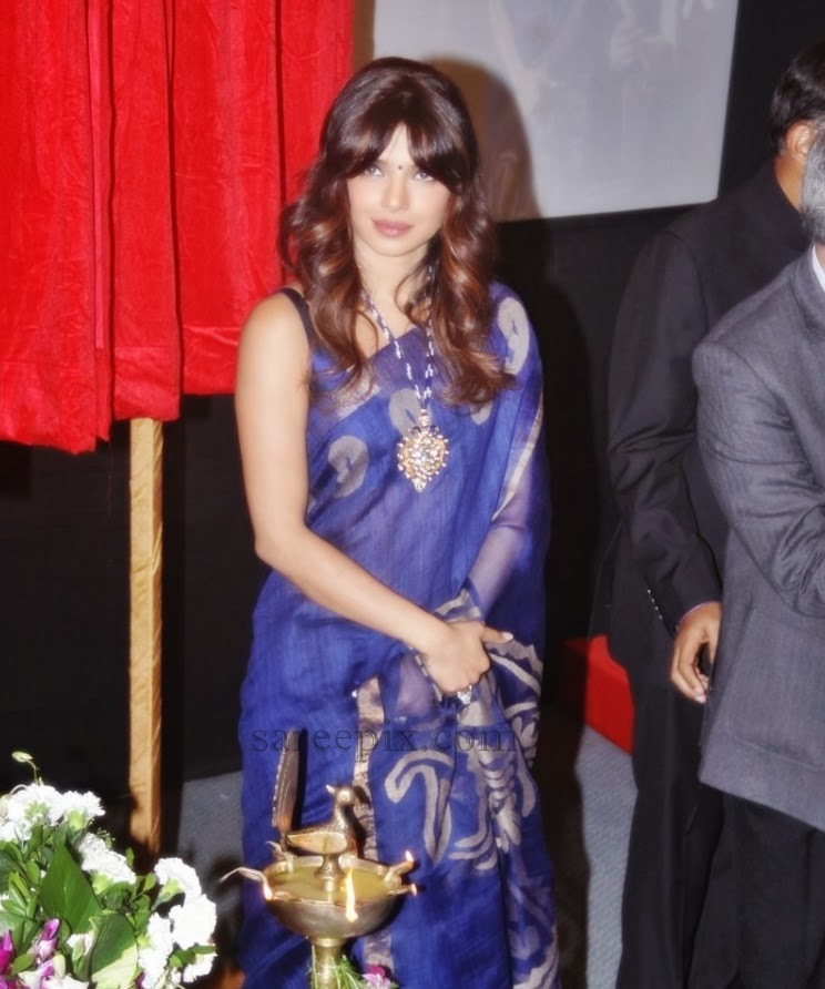 Priyanka-chopra-saree-Cancer-wad-inauguration-Nanavati-hospital