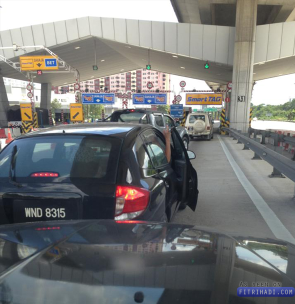 wnd8315 Video Gambar Pemandu Malaysia Tunjuk Fuck Pada Mat Saleh