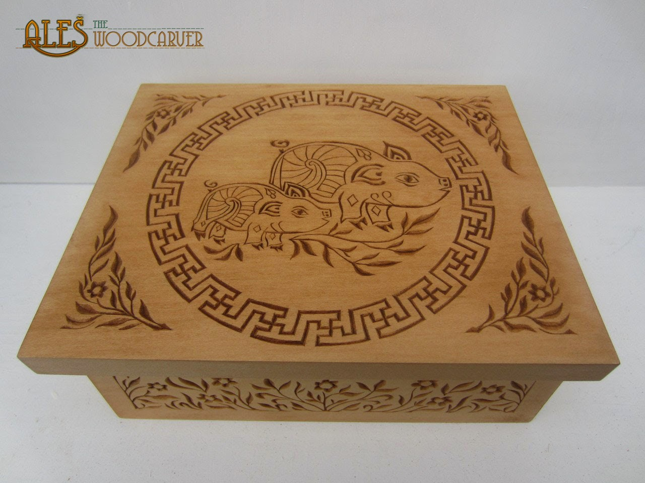Ales the woodcarver chip carved trinket box