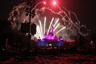 Paket Tour Honeymoon 4H3M Hongkong - Disneyland fireworks