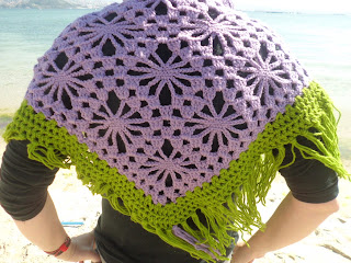 Mantilla de crochet morada