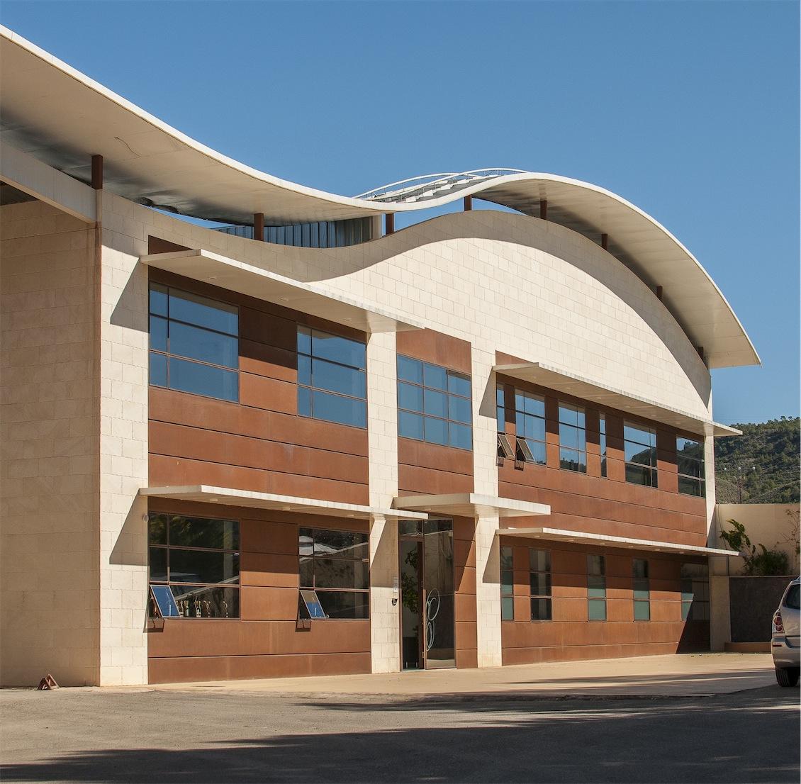 Moderno edificio de la nueva bodega