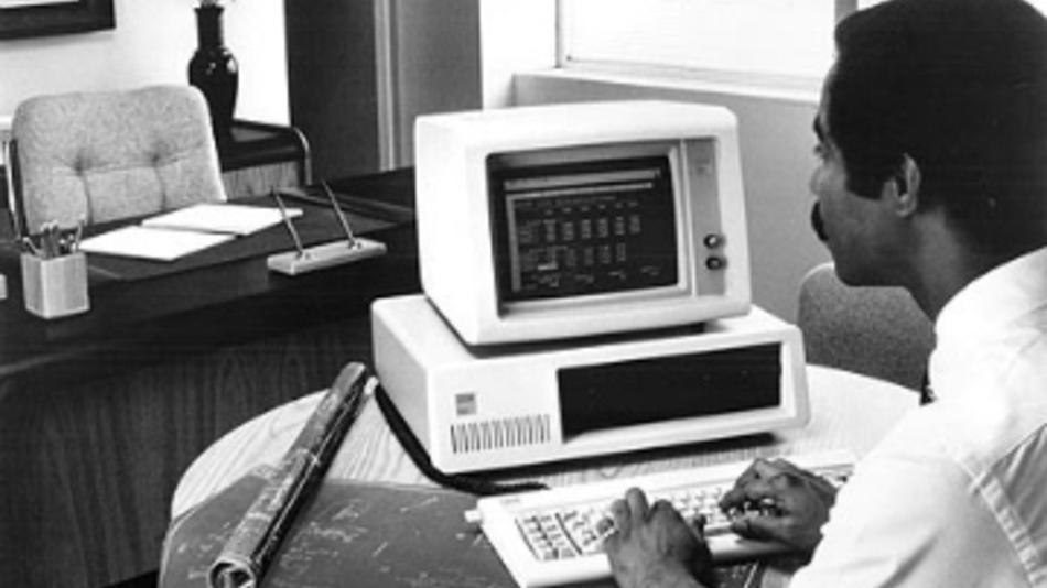 a history of the personal computer and computing devices Computing devices many electronic devices contain embedded, specialized computers these computers allow the devices to do specialized computing tasks.
