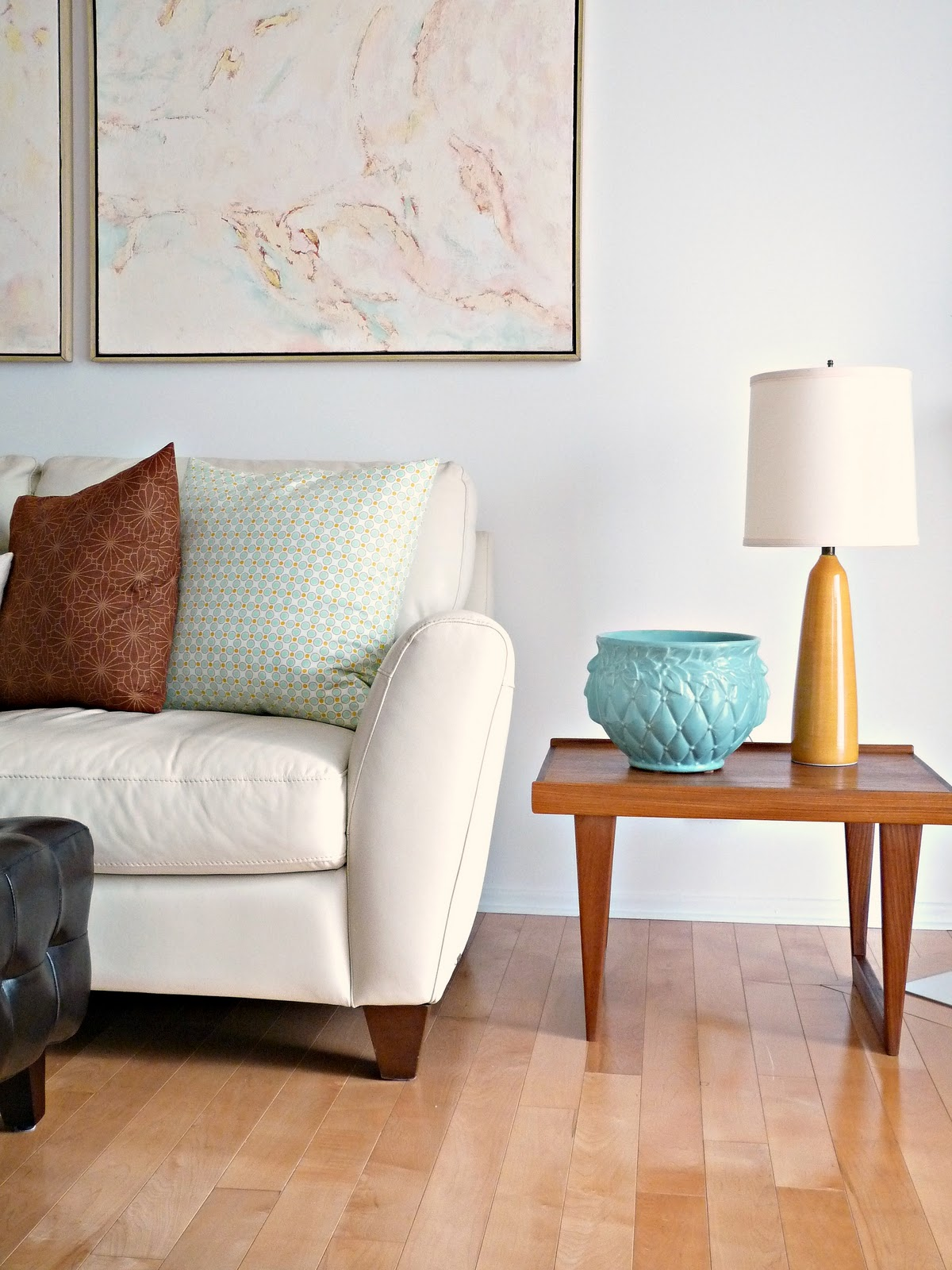 New sofa new living room dans le lakehouse - Side table designs for living room ...