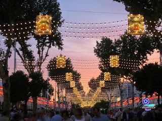 Feria de Sevilla 2014 Primeras luces en el atardecer