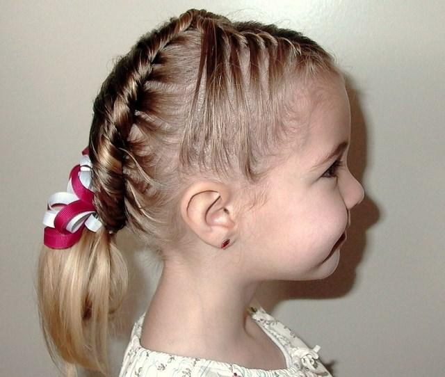 Con ayuda de alguna mano experta,podrás encontrar el que mejor se adecue a  las facciones de tu pequeña,lo mejor de tener el pelo largo es que puedes  jugar