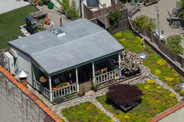 02-David-Puchkoff-Eileen-Stukane-Architecture-Cottage-on-a-Rooftop-in-Manhattan-New-York-www-designstack-co