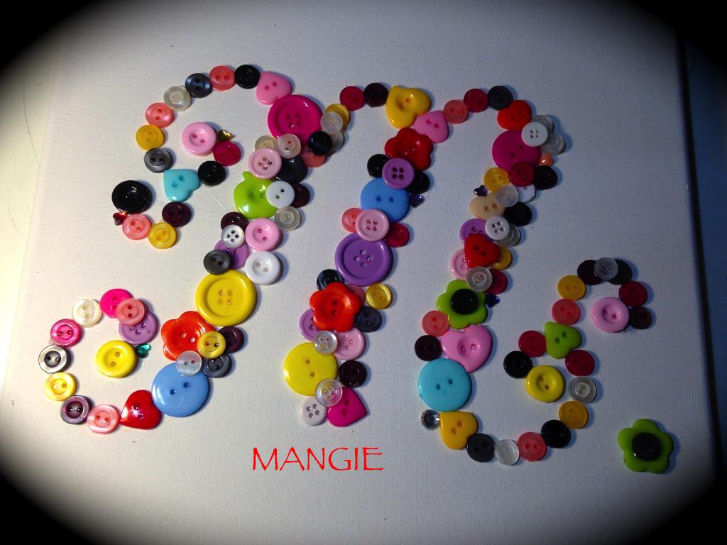 Cuadro letra M en botones