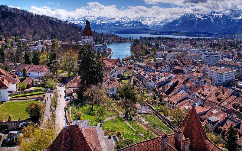 قرية هايدي في سويسرا