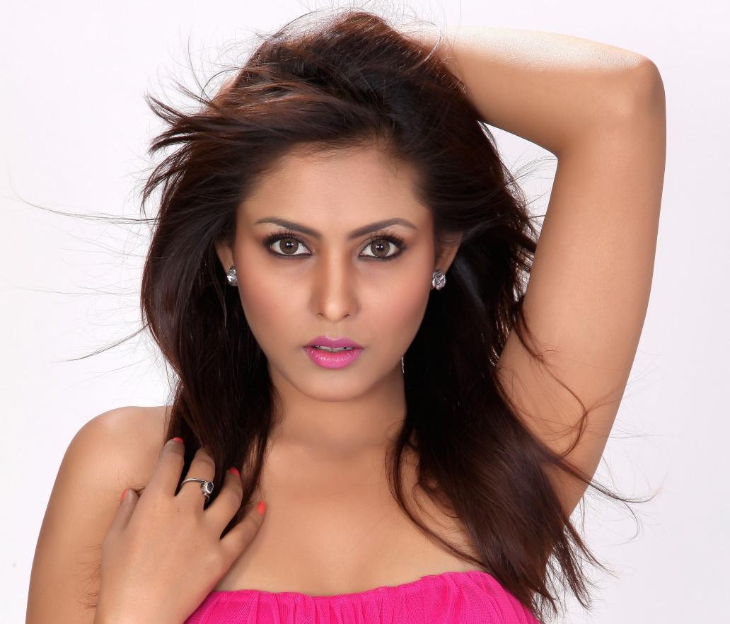 Madhu Shalini Hot