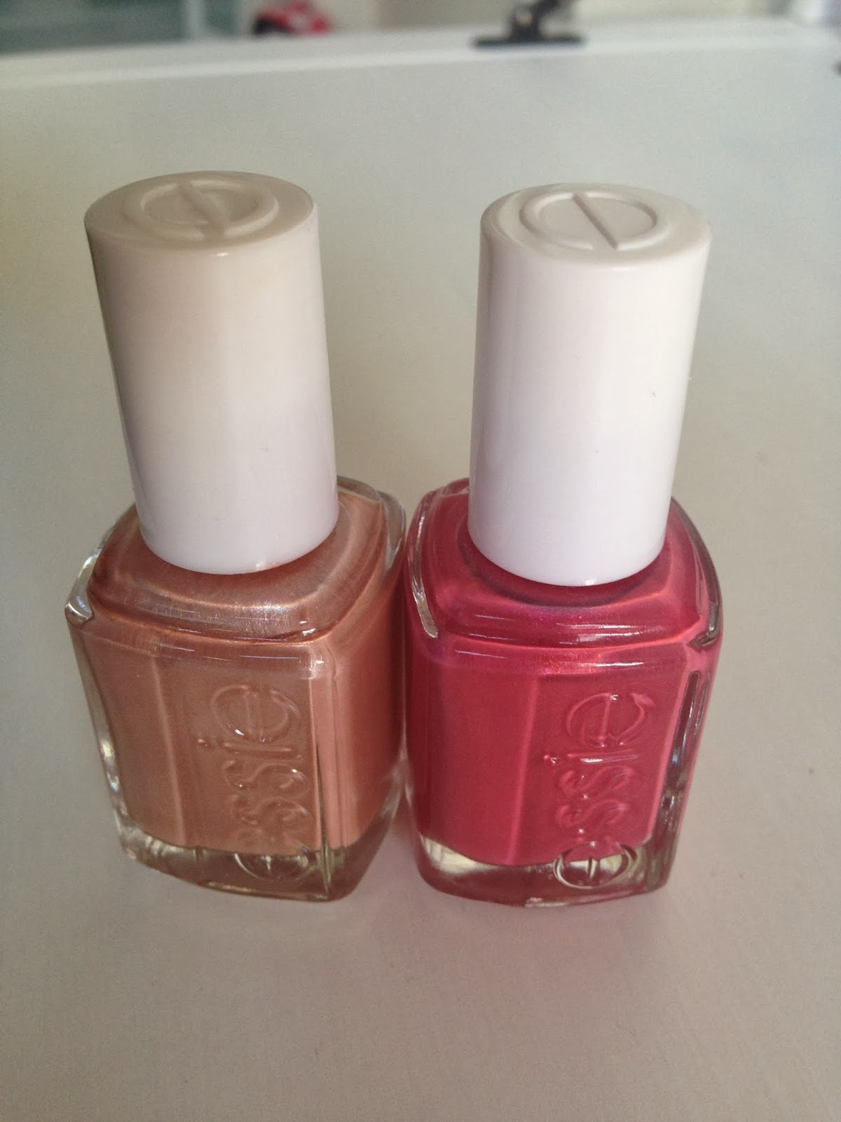 essie tea and crumpets en your hut or mine uit de 2011 resort collection