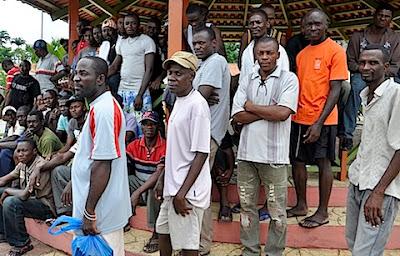 """Migração em massa de haitianos deixa Brasiléia, no Acre, em """"situação de colapso"""""""