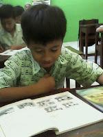reading,student reading,sdii reading,membaca,membaca buku,baca