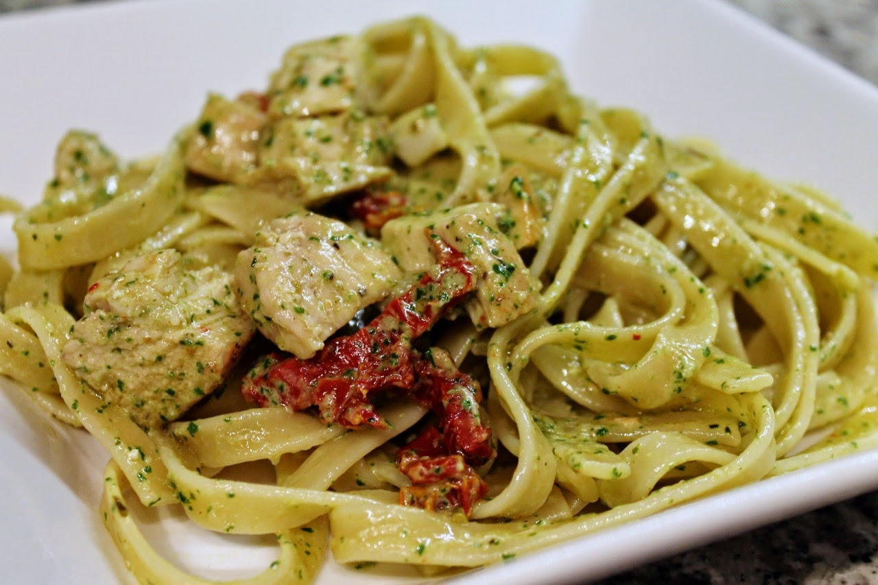 Fettuccine with Chicken, Sundried Tomatoes and Pesto Cream Sauce