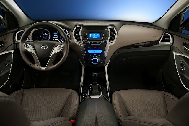 Interior view of 2013 Hyundai Santa Fe Sport