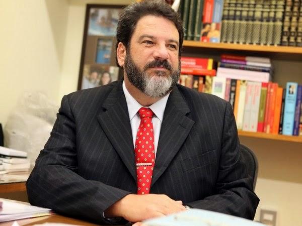 Filósofo e educador Mário Sergio Cortella participa de palestra em Campina Grande