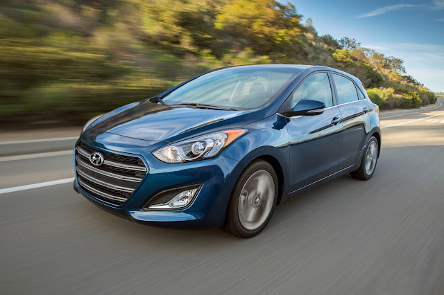 Front 3/4 view of 2016 Hyundai Elantra GT