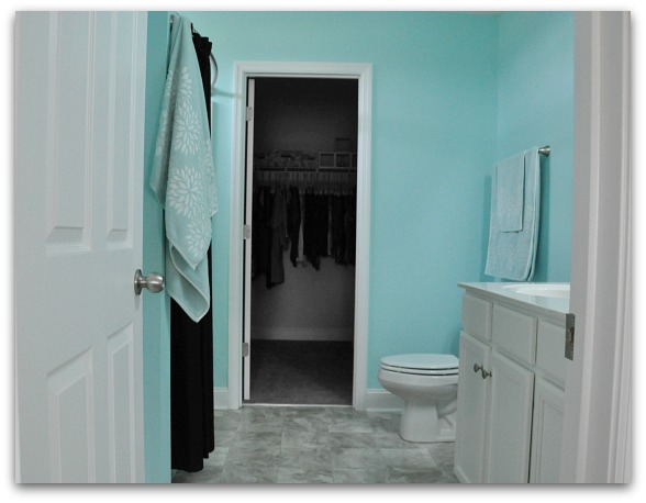 tiffany box blue bathroom