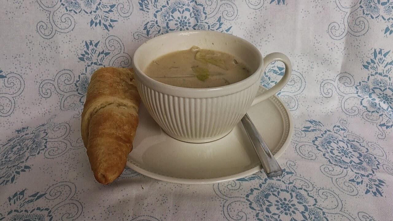 Mosterd soep met worstebroodje.