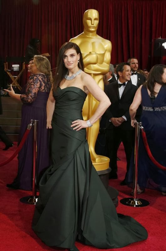 Idina Menzel Frozen animatedfilmreviews.filminspector.com
