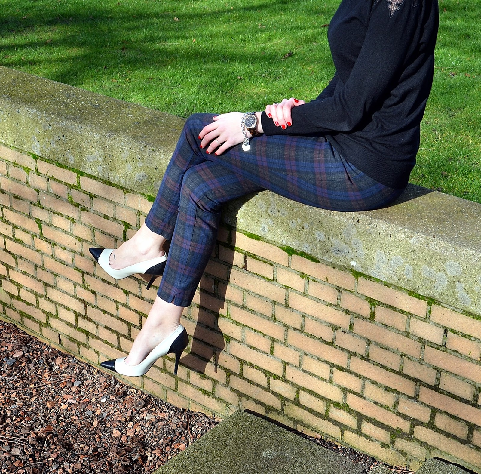 http://www.dashinglyelevating.com/2014/02/outfit-post-tartan-pant-color-block.html
