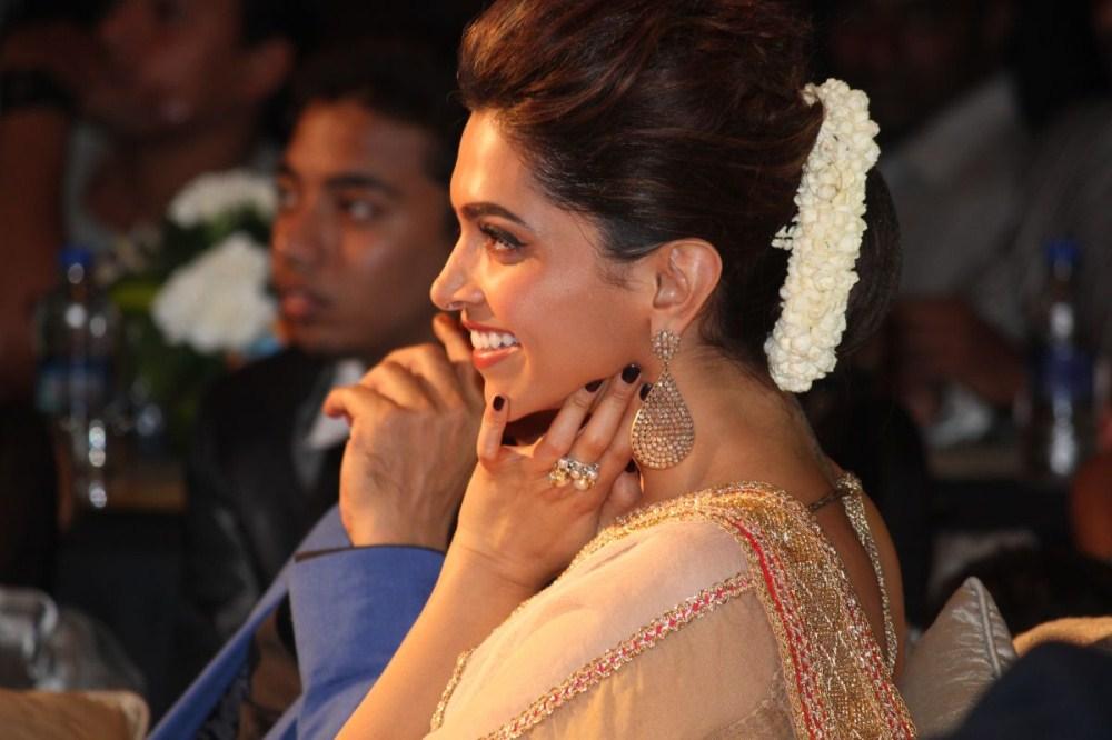 DEEPIKA IN chennai express movie stills | image