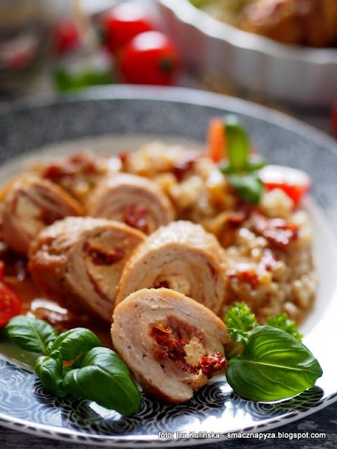 roladki wieprzowe , rolady , mięso , wieprzowna duszona , schab wieprzowy , ser kozi , pomidory suszone , sos , mięso w sosie , domowe jedzenie , najlepsze przepisy
