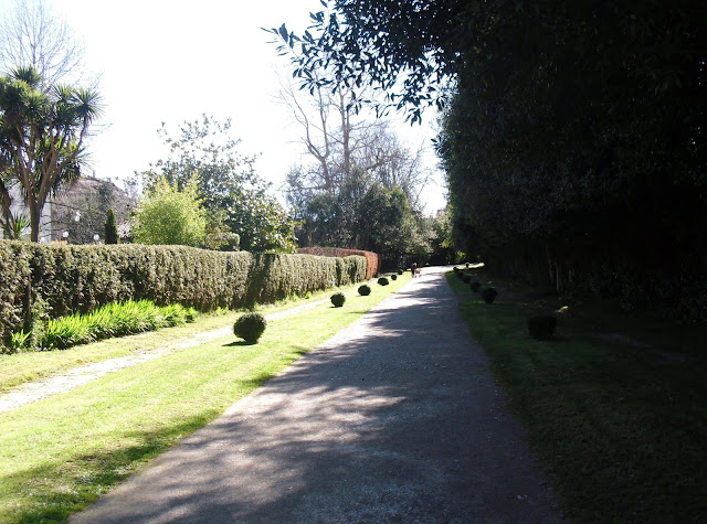 Acceso Palacio de Sobrellano en Comillas