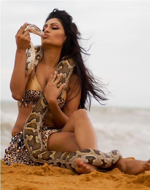cine ulakam blogspot   srilankan model bianca pahathkumbura kissing
