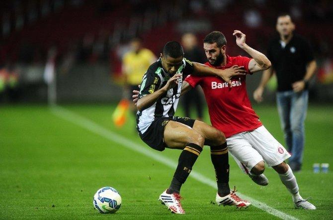 O Inter, do atacante Lisandro López, não foi capaz de superar o Figueirense dentro de seus domínios (Foto: Divulgação)