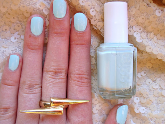 Monday Nail | Essie Mint Candy Apple nails gold ring swatch review