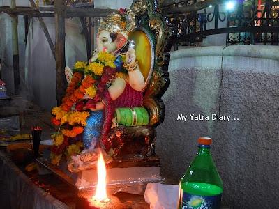 Ganpati arti just prior to Ganesh Visarjan, Mumbai