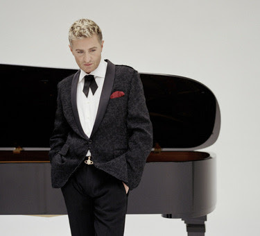 Gay Pianist 110