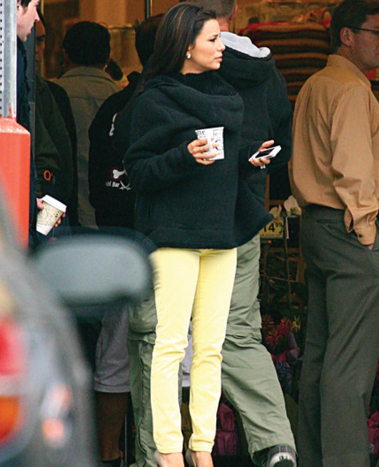 http://2.bp.blogspot.com/-4Wf3rGEZrDw/T5A8dcODr-I/AAAAAAAACe0/Zkprp1SSIWA/s1600/Eva_Longoria_in_Hudson_Nico_Super_Skinny_Colored_Jeans_in_Lemon_Yellow.jpg