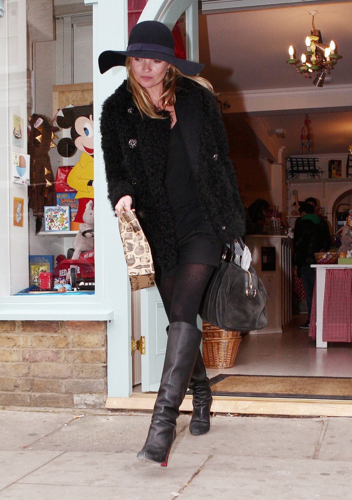 http://2.bp.blogspot.com/-4Wiqv1a0gU8/TmUcIIP-GnI/AAAAAAAAAPA/5P5Bd-LjF-s/s1600/outfits_kate_moss.jpg