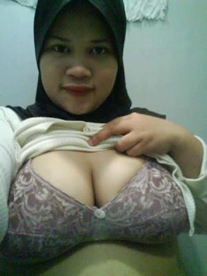 Malay tudung lady from malaysia masturbating - 3 part 2