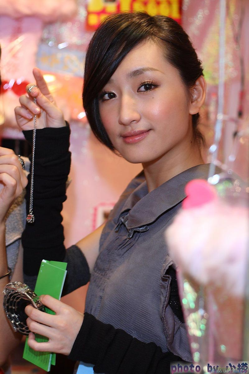 Taiwanese young girls make money in order to live - 1 3