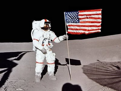 alan b. shepard astronaut on the surface of the moon nasa 1971 - photo #2
