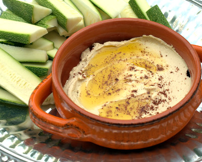 Simple Hummus, a quick and simple basic recipe for hummus @ KitchenParade.com.