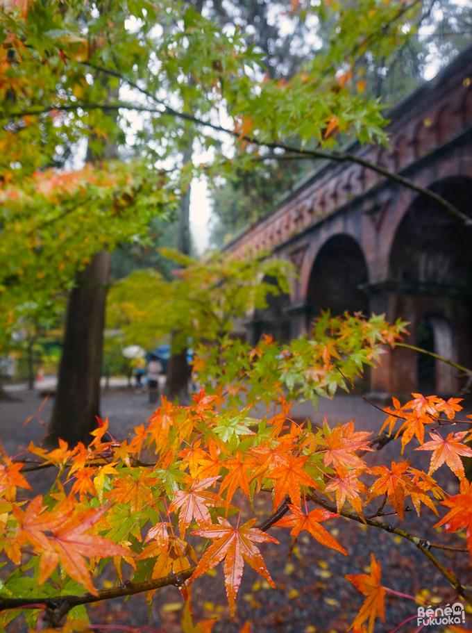 Momiji et suirokaku (aqueduc) au Nanzen-ji, Kyôto