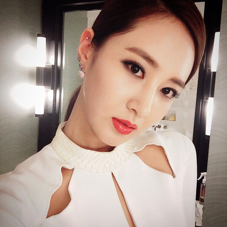 snsd yuri delights fans with her gorgeous selca pictures