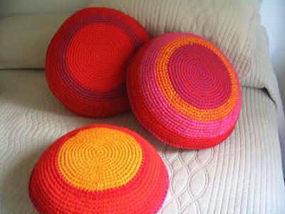 almohadones tejidos 4 - Trucos para decorar con almohadones tejidos crochet...