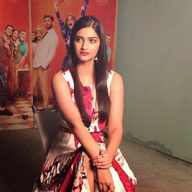 Cute Girl Sonnam Kapoor