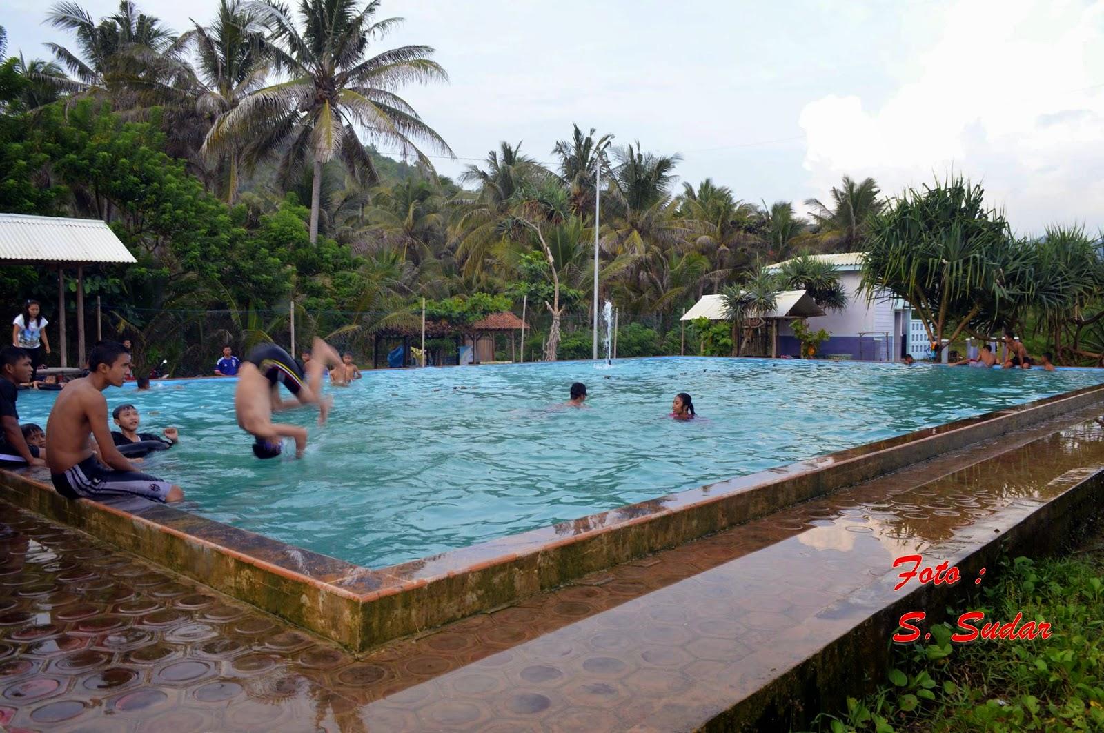 Kolam Renang Pantai Taman Hadiwarno Pacitan Jatim Paguyuban